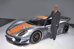 Matthias Müller, Presidente y CEO de Porsche AG, presenta el Porsche 918 RSR