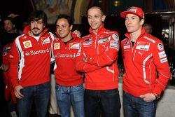 Fernando Alonso et Felipe Massa (Scuderia Ferrari) avec Valentino Rossi et Nicky Hayden (Ducati)