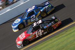 Tony Stewart, Stewart-Haas Racing Chevrolet, Brad Keselowski, Penske Racing Dodge