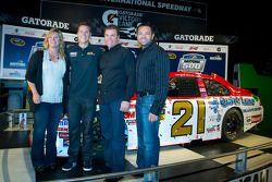 Champion's breakfast: 2011 Daytona 500 winnaar Trevor Bayne, Wood Brothers Racing Ford met ouders