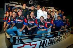 Champion's breakfast: 2011 Daytona 500 winnaar Trevor Bayne, Wood Brothers Racing Ford met Wood Brot