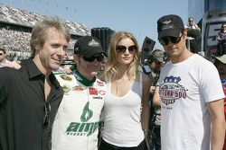 Transformer regisseur Michael Bay, Dale Earnhardt Jr., Hendrick Motorsports Chevrolet, Rosie Hunting