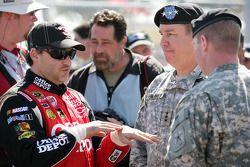 Tony Stewart, Stewart-Haas Racing Chevrolet met soldaten US Army