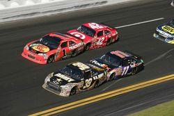 Ryan Newman, Stewart-Haas Racing Chevrolet, Jamie McMurray, Earnhardt Ganassi Racing Chevrolet, Juan
