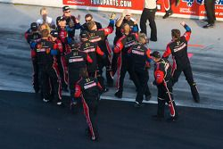 Wood Brothers Racing Ford team viert