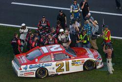 Race winnaar Trevor Bayne, Wood Brothers Racing Ford en team