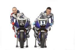 Jorge Lorenzo und Ben Spies mit der 2011er Yamaha YZR-M1