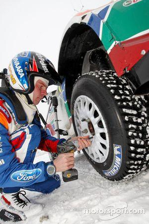 Miikka Anttila practices rapid wheel changes