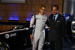Pastor Maldonado, Williams FW33 Cosworth et Adam Parr, PDG, Williams F1