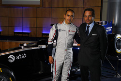 Pastor Maldonado, Williams FW33 Cosworth y Adam Parr, CEO Williams F1