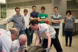 Motorsport.com'in Max Davies ve members, media visit McLaren Technology Centre