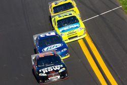 Regan Smith, Furniture Row Racing Chevrolet, Brad Keselowski, Penske Racing Dodge, Paul Menard, Rich