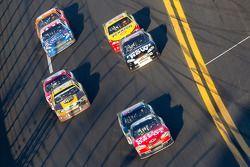 Tony Stewart, Stewart-Haas Racing Chevrolet voor Dale Earnhardt Jr., Hendrick Motorsports Chevrolet