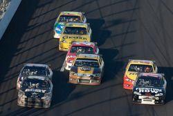 Ryan Newman, Stewart-Haas Racing Chevrolet en Regan Smith, Furniture Row Racing Chevrolet duel