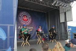 John Force, Ashley Force Hood en Robert Hight tijdens Auto Club fan meeting