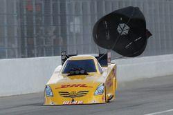 Jeff Arend gebruikt parachute, DHL Toyota Camry Funny Car