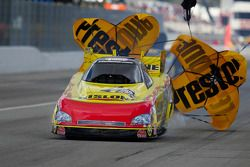 Paul Lee deploys the parachutes aboard his Rislone/Bars Leak Chevy Monte Carlo