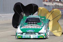 John Force gebruikt parachutes, Castrol GTX High-Mileage Ford Mustang GTX