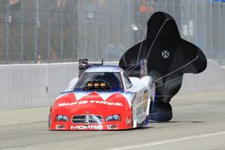 Johnny Gray gebruikt parachutes, Service Central Dodge Charger Funny Car