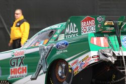 John Force in zijn Castrol GTX High Mileage Ford Mustang