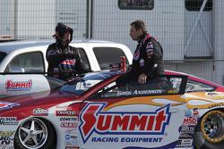Greg Anderson in zijn Summit Racing Equipment Pontiac GXP bij de weging