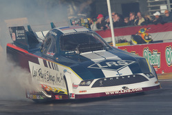 Tim Wilkerson doet burnout, Levi, Ray & Sharp Ford Mustang
