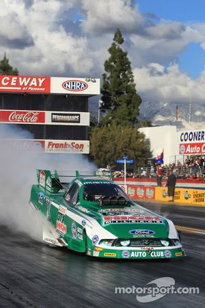 John Force doet burnout, GTX High Mileage Ford Mustang Funny Car