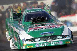 John Force in zijn Castol High Mileage Ford Mustang Funny Car