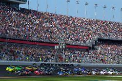 Start: Paul Menard, Richard Childress Racing Chevrolet en Ryan Newman, Stewart-Haas Racing Chevrolet