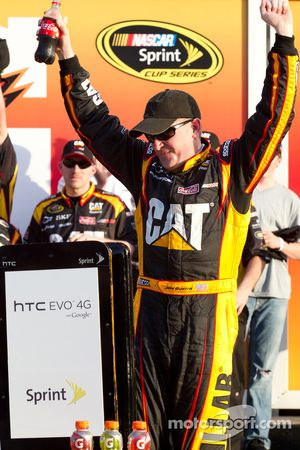 Victory lane: race winnaar Jeff Burton, Richard Childress Racing Chevrolet