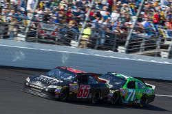 Michael McDowell, HP Racing Toyota en Andy Lally, TRG Motorsports Chevrolet