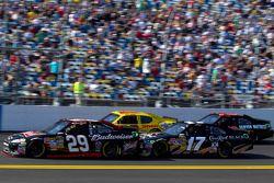 Kevin Harvick, Richard Childress Racing Chevrolet, Matt Kenseth, Roush Fenway Racing Ford, Kurt Busc