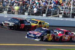 Regan Smith, Furniture Row Racing Chevrolet, Kasey Kahne, Red Bull Racing Team Toyota, Kurt Busch, P