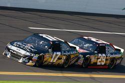 Matt Kenseth, Roush Fenway Racing Ford, Kevin Harvick, Richard Childress Racing Chevrolet