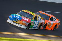 Kyle Busch, Joe Gibbs Racing Toyota en Robby Gordon, Robby Gordon Motorsport Dodge