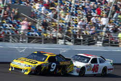 Marcos Ambrose, Petty Motorsport Ford en J.J. Yeley, Whitney Motorsport Chevrolet