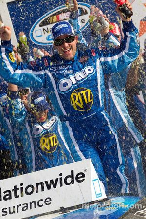 Victory lane: race winnaar Tony Stewart, Kevin Harvick Inc. Chevrolet