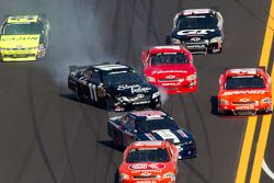 Accident : Sam Hornish Jr., Penske Racing Dodge et Brian Scott, Joe Gibbs Racing Toyota