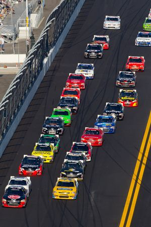 Clint Bowyer, Kevin Harvick Inc. Chevrolet leads the field on a restart