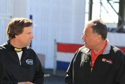 Top Fuel rijder Del Worsham vs Funny Car rijder Johnny Gray