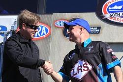 Funny Car rijder Mike Neff en Tim Wilkerson