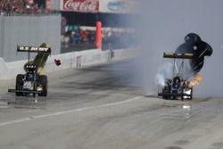 Tony Schumacher klopt Troy Buff, Kragen O'Reilly Auto Parts NHRA Winternationals