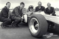 Lotus 49 Ford Rollout, Lotus fabriek: Maurice Phillippe (ontwerper), Keith Duckworth (motorontwerper