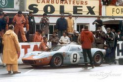 Pedro Rodríguez on sunday morning just after giving the car to Lucien Bianchi. They won in the Ford