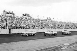 Curtis Turner (99) won the 1956 Southern 500 at Darlington by a two-lap margin; Jim Paschal (26) was