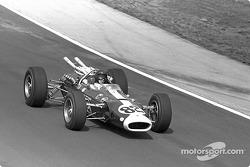 Jim Clark, Lotus-Ford, ganó la primera victoria de Indy 500 con Ford y el primer para un coche de mo