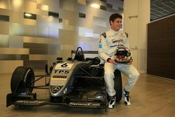 Scott Pye en zijn 2011 Dallara
