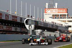 Адриан Сутиль, Force India, Хейкки Ковалайнен, Team Lotus и Жером Д'Амброзио, Virgin Racing