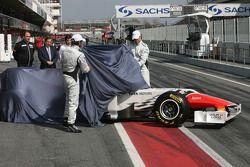 Hispania Racing Team, HRT unveils yeni F111