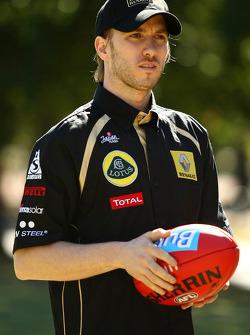 Nick Heidfeld, trying his hand at Australian Rules Football, Lotus Renault F1 Team